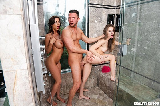 MomsBangTeens  Kimmy Granger, Alexis Fawx  Threes Cumpany In The Shower